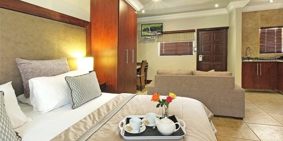The Cheetah - Deluxe Suite Self Catering